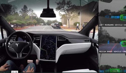 테슬라 전기차, 8월 완전 자율주행 가능…오토파일럿 기능 업데이트